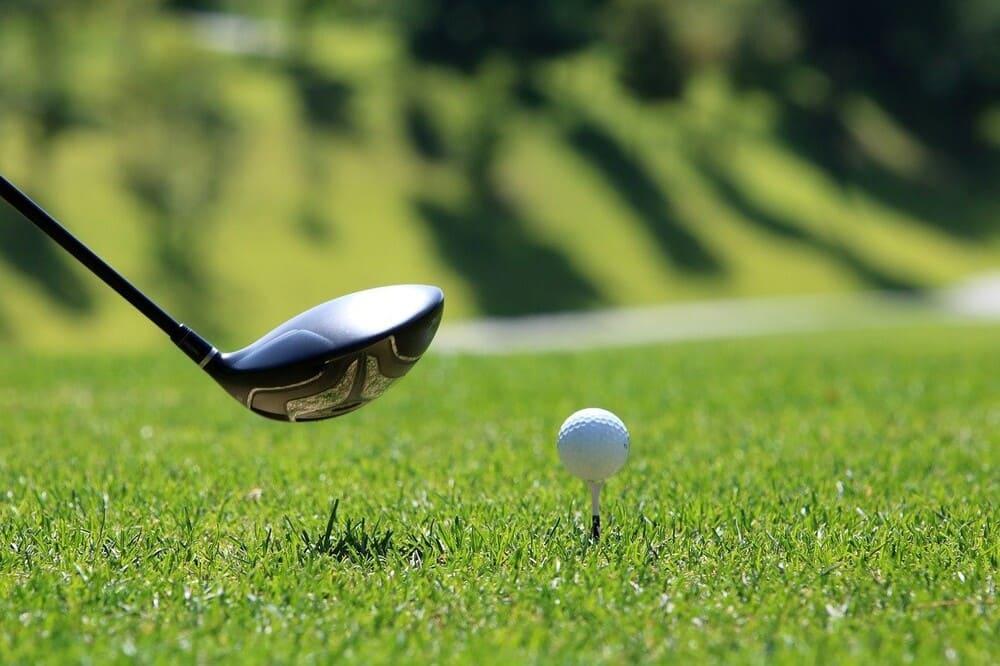 Golfschläger auf dem Green vor dem Abschlag - US Masters