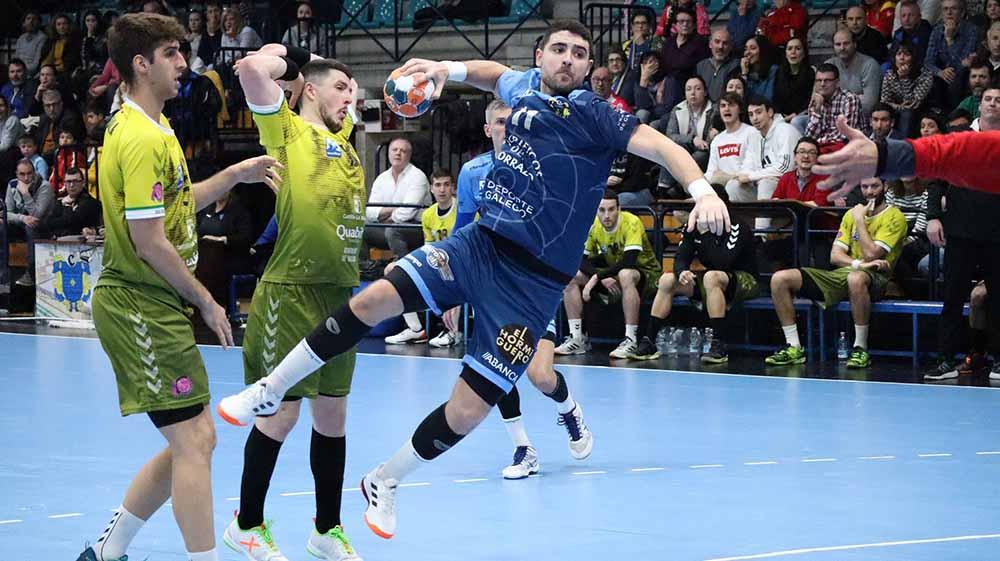 Handball Angreifer vor'm Abwurf