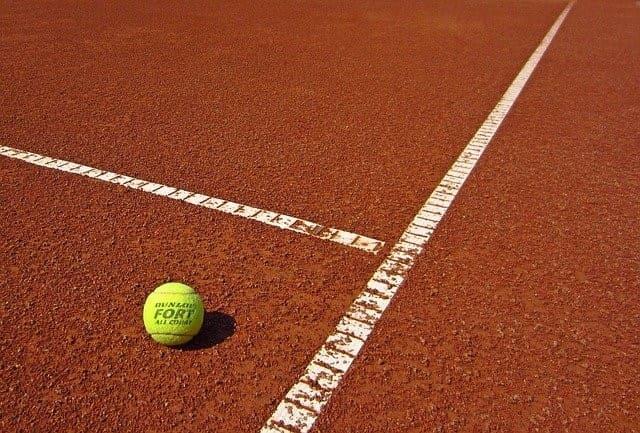 Tennisball auf dem Tenniscourt - ATP Madrid Wetten