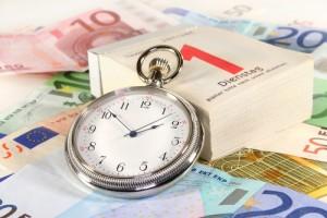 geld_kalender_zeit_gebühren_zahlungen