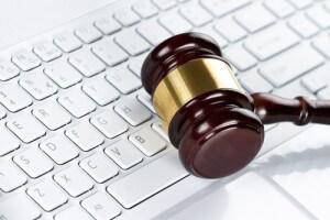 pc_tastatur_hammer_recht_justiz_gesetz