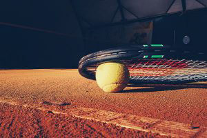 tennisplatz-spielabbruchball-ball